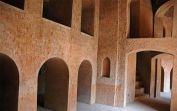 800px-Bara_Imambara_Corridor_03