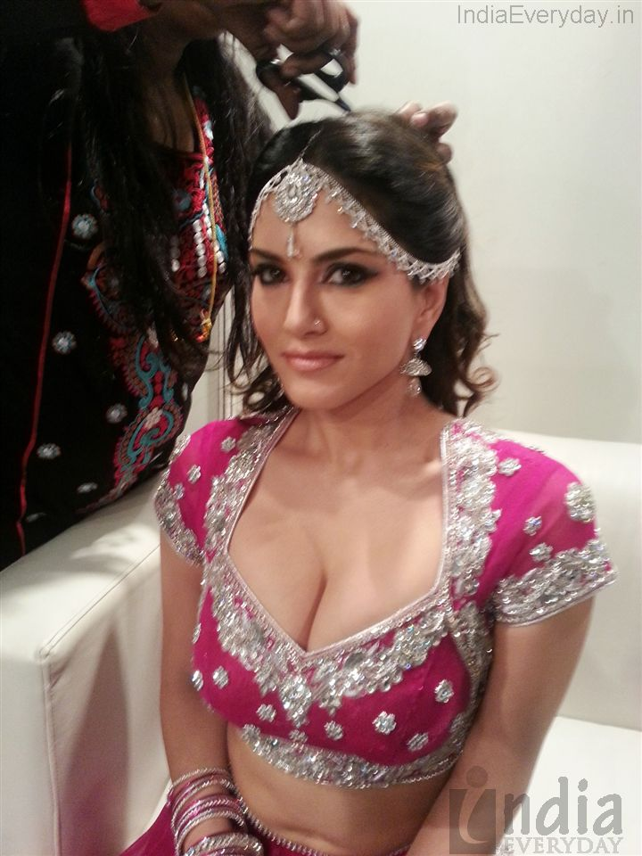 Exclusive pic of sunny leone ushers in 2013 gallery