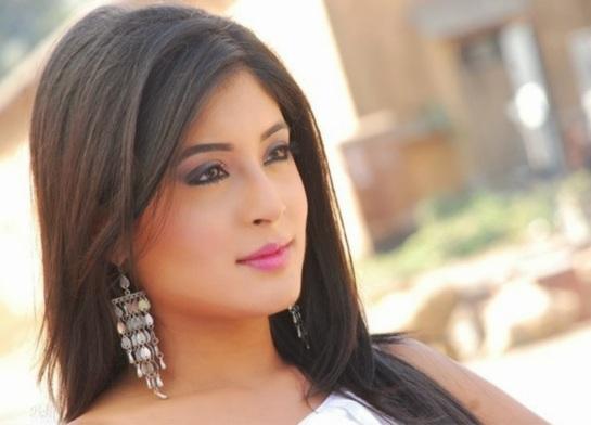 Kritika Kamra as Arohi in Kitani Mohabbat Hai-2