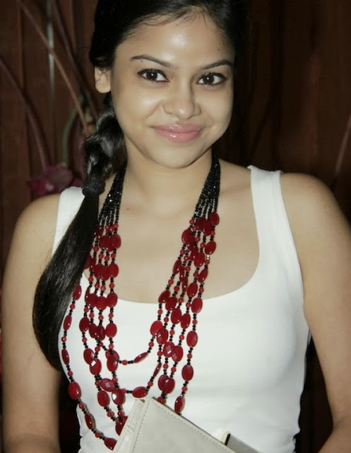 sumona-chakravarti-hot-in-white-shirt1